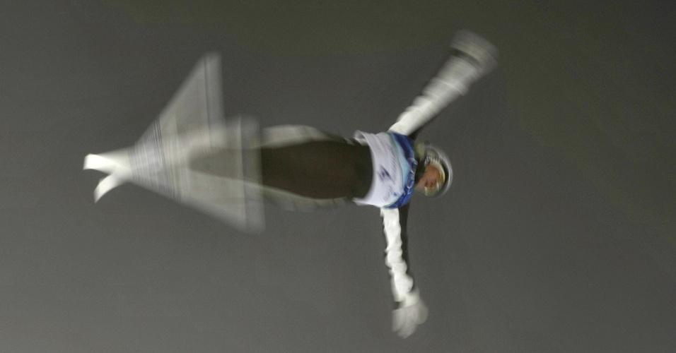 Australiana Lydia Lassila realiza manobra radical e fica com o ouro no aerials do esqui estilo livre