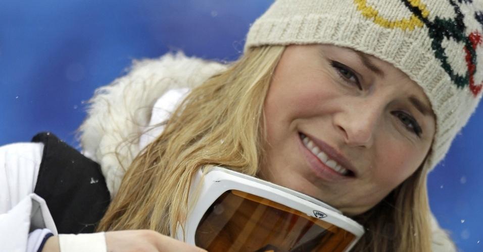 Com o dedo quebrado, Lindsey Vonn é eliminada na prova de slalom