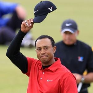 O golfista Tiger Woods vem estudando uma nova tacada, mas ainda não decidiu se irá mudar