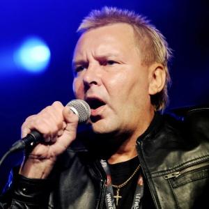 Nykanen canta em festival na Finlândia; ex-saltador de esqui já tinha 2 passagens pela prisão