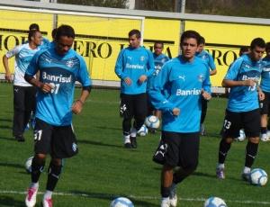 lateral-esquerdo Lúcio (e) aprimorou todos quesitos antes de voltar a ser relacionado no Grêmio