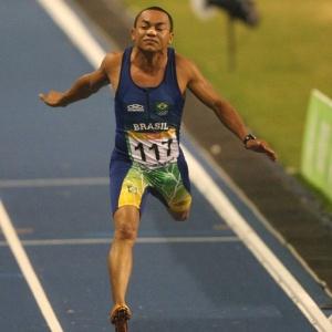 Lenílson corre na vitória do revezamento no Pan-2007; atleta agora pensa nos Jogos Militares
