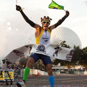 Brasileiro Adriano Bastos venceu a maratona da Disney pela sétima vez na carreira