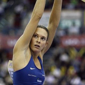 Brasileira superou a campeã mundial e venceu o Meeting em Birmingham com salto de 4,82m
