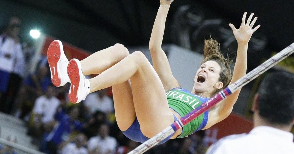 Fabiana Murer executa salto no Mundial de atletismo