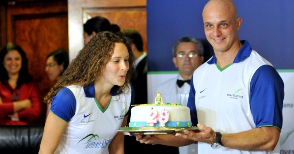 Fabiana Murer comemora o aniversário de 29 anos e o título mundial indoor