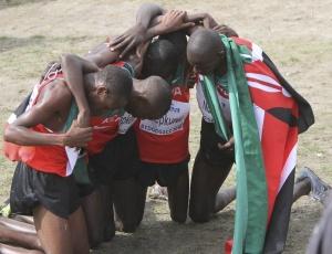 Quenianos comemoram domínio na competição