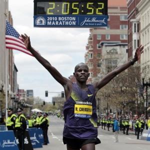Robert Kiprono Cheruyot fatura a Maratona de Boston, com direito a novo recorde da competição