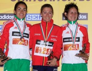 María Vasco (centro) e as portuguesas Vera Santos e Ines Henrique no pódio após a prova
