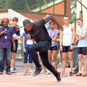 Bolt realiza treinamento durante participação em evento com atletas jovens em Bruxelas