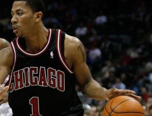 Rose comandou a vitória dos Bulls, que garantiram a oitava posição e a classificação para os playoffs