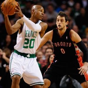 Sem outras estrelas do time, Ray Allen comandou o Boston Celtics na vitória sobre o Toronto Raptors