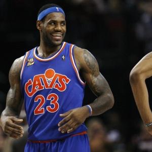 LeBron James sorri na vitória sobre o Portland; ele anotou 41 pontos e liderou o Cleveland Cavaliers