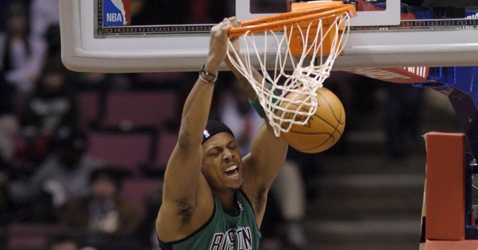 Paul Pierce enterra na vitória do Boston Celtics