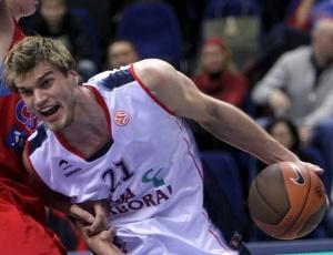 Pivô Tiago Splitter teve boa atuação contra o CSKA, mas não evitou a derrota do Caja Laboral