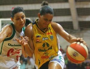 Palmira foi o destaque de Catanduva no primeiro jogo da final do Nacional feminino contra Ourinhos