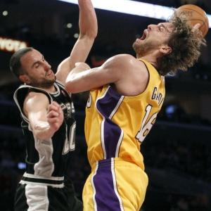 Sem Kobe, Pau Gasol foi o principal jogador dos Lakers, com duplo-duplo de 21 pontos e 19 rebotes