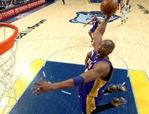 Kobe Bryant tem a certeza que renovará com os Lakers, mas situação do treinador segue indefinida