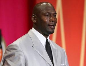 Michael Jordan fechou negócio no último minuto do prazo e é o novo dono do Charlotte Bobcats