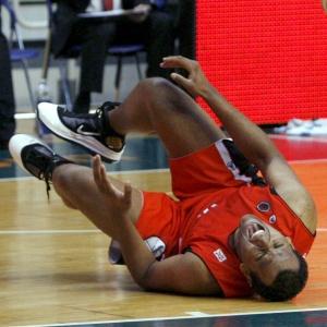 Notícia da nomeação chega semanas depois que o pivô brasileiro sofreu uma grave lesão no tornozelo