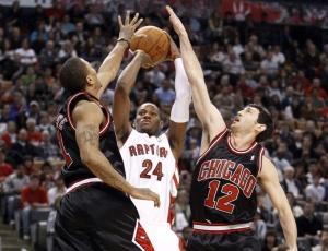 Chicago Bulls aproveitou ausência de Chris Bosh para superar os Raptors e assumir o oitavo lugar