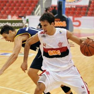 Marcelinho Machado foi o principal pontuador do Flamengo, que ficou a uma vitória da classificação