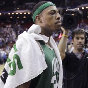 Cestinha dos Celtics com 28 pontos, Paul Pierce destacou a força do time jogando fora de casa. Nós já estivemos em todos os tipos de ambientes e, estando juntos há três anos, sabemos o que esperar. Com 2 a 0 na série melhor de sete, os Celtics fazem os próximas dois jogos em Boston