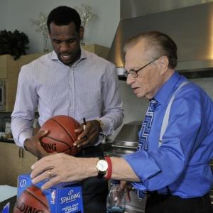 LeBron James concede entrevista ao apresentador Larry King, da CNN, e fala sobre o futuro na NBA