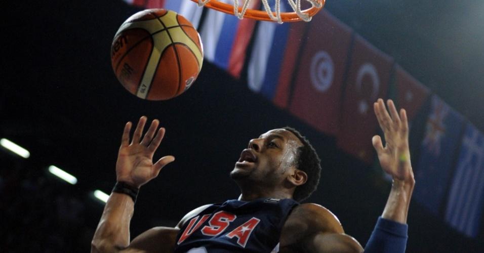 Andre Iguodala enterra na vitória dos EUA sobre a Eslovênia no Mundial de basquete