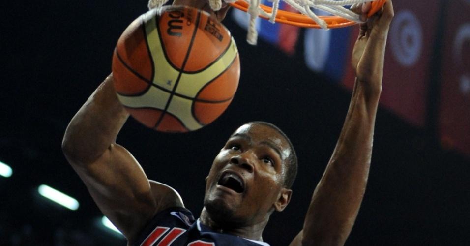 Kevin Durant enterra na vitória dos EUA sobre a Eslovênia no Mundial de basquete