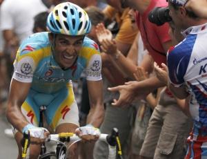 Contador atacou na última ladeira e conseguiu tirar 10s da vantagem de Schleck, mas não venceu