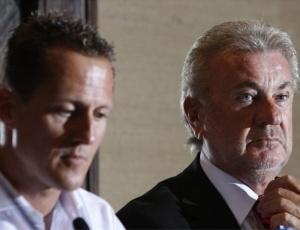 Empresário Willi Weber ao lado de Schumacher; alemão não rende o esperado na hora de faturar
