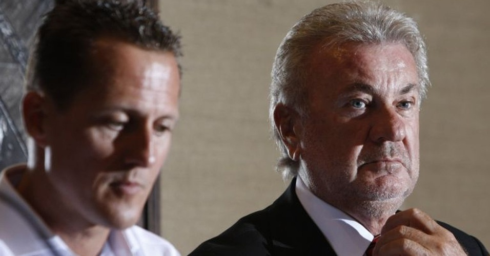 Empresário Willi Weber ao lado de Schumacher quando o alemão desistiu de voltar à F-1; piloto já estaria recuperado