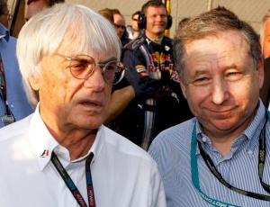 Bernie Ecclestone (e), o mandatário da Fórmula 1, conversa com Jean Todt, atual presidente da FIA