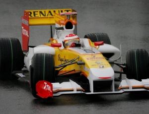 Batizado de R30, o novo carro da Renault será apresentado um dia antes dos testes coletivos