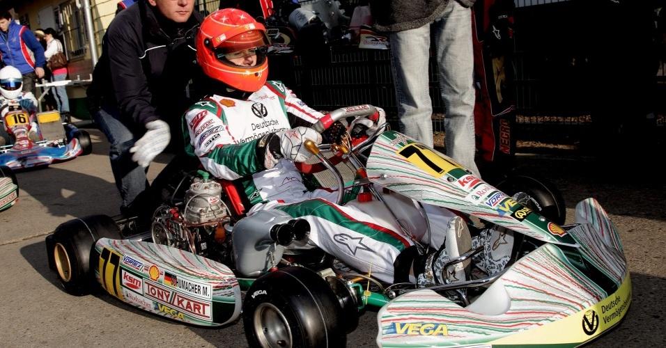 Michael Schumacher corre de kart na Alemanha