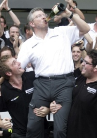 Brawn levou seu time para o título; agora o nome muda outra vez, virando Mercedes GP Petronas