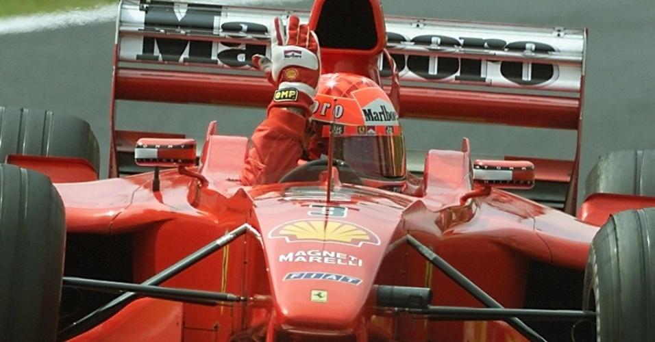 Alemão Michael Schumacher foi campeão pela primeira vez na Ferrari com o carro número 3, em 2000