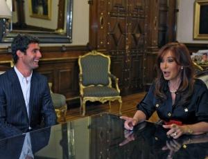 O piloto Jose Maria Lopez e a presidente argentina Cristina Kirchner anunciam acordo com a USF1