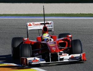 Felipe Massa testa o F10, novo modelo da Ferrari para a temporada 2010, no circuito de Valência