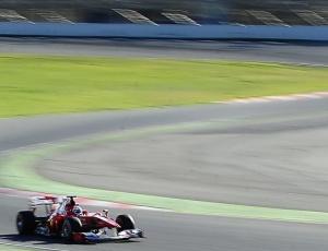Alonso superou os problemas do 1º dia e liderou