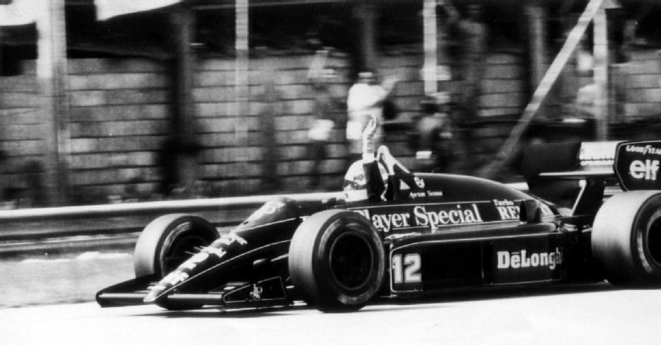 Ayrton Senna com a Lotus no GP Brasil de 1986