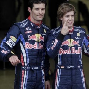 Vettel (d) larga na frente no GP da Austrália e torce por outra corrida chata, mas aposta em confusões