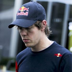 Vettel disse que o motivo de seu abandono em Melbourne foi um problema nos freios. No entanto, na última terça-feira, a fabricante dos freios que equipam os carros da Red Bull publicou uma nota dizendo que a falha nada teve a ver com os freios.