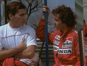 Senna e Prost, companheiros na McLaren, conversam durante o GP de Mônaco de 1988