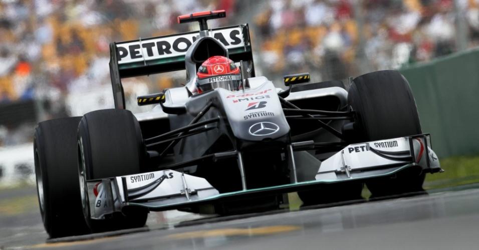 Michael Schumacher pilota o carro da Mercedes na Austrália