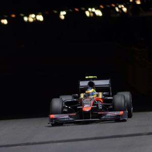 Bruno Senna deixa o túnel durante treino da F-1 em Mônaco; o brasileiro foi o 17º colocado na prova