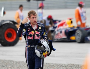 Após a batida na Turquia, Vettel deixou o carro chamando seu companheiro Webber de maluco