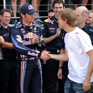 Após polêmicas dentro da equipe, Webber e Vettel se cumprimentam em Silverstone (ING)