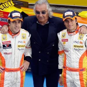 Fernando Alonso, Nelsinho Piquet e Flavio Briatore: união só na foto, segundo atual chefe da Renault